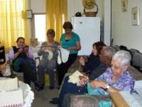 Highlight for Album: Knitters or Grupo de Tejedoras. CCA, a safe haven for our seniors - octubre 2006